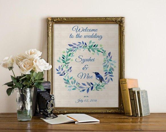 メッセージ内容やフォント・色などを自由にカスタムすることが可能なので結婚式のウェルカムボードとしてだけではなくお部屋のインテリアやお店のサイン、プレゼントにもどうぞ。Creemaで出品されているウェルカムボードは家庭用プリンターを使用し印刷したウェルカムボードが多い中、当ストアは全て印刷会社での印刷・発送を行うためクオリティの高い商品となっています:) !!!▼サイズと納期について送料選択時にサイズ/納期/印刷方法をお選びください。<パネル印刷の場合>A2/B3/A3/B4/A4/B5/A5(大きい順)厚さ7mmのスチレンパネルに余白無しで印刷するためパネル印刷がおすすめ!額縁が必要なくイーゼルや額縁にそのまま立てかけられます。パネル印刷ご希望でお急ぎ作成希望の場合は別途下記金額が必要となります。3週間納期:500円2週間納期:1,000円1週間納期:1,500円下記オプションを一緒にご購入ください。http://www.creema.jp/exhibits&...