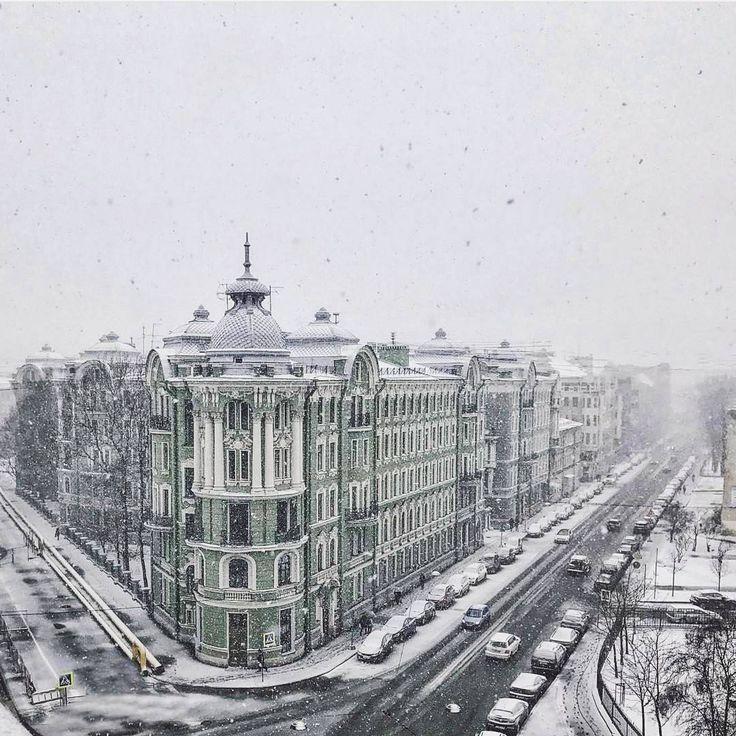 Петербург сегодня совершенно забыл в каком месяце мы с вами живем... А вы рады такому обильному снегопаду? Признавайтесь, далеко уже успели убрать зимние куртки?  Друзья, раз  в день мы публикуем ваши фотографии города, который мы так любим❤️ Автор фото: @artdunaev ➖➖➖➖➖➖➖➖➖➖➖➖➖➖➖ Отмечайте нас на фото или ставьте наш хештег #sweetpiter и мы обязательно опубликуем ваши фотографии.📷 ➖➖➖➖➖➖➖➖➖➖➖➖➖➖➖ #sweetpiter #spb #piter#piterlove #peterburg #piteronline#pitergram #piterfoto…