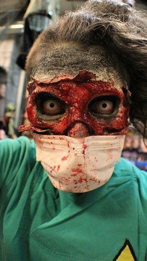 Dr. Metzel war einst Chefarzt und ist einem Zombiewalk zum Opfer gefallen.  Zombieblut und Flüssiglatex im Großeinsatz!  #Zombiewalk