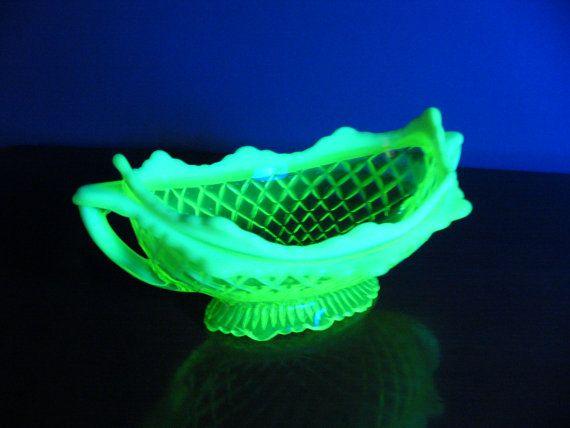 Vaseline Glass Bowl ... Davidson Pearline by DecorativeVintage