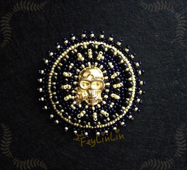 Bead embroidered brooch The Golden Skull ||| Брошь из бисера Золотой череп ___________________ #FeyLinLin #skull #embroidery #beads #brooch #gold #брошь #череп #вышивка #бисер #ビーズ刺繍