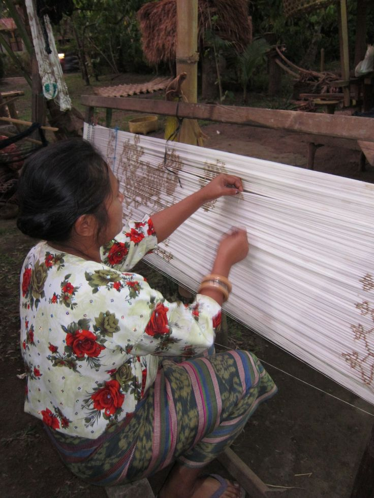 Research Ikat for LARAS bags at Lepo Lorun, Women's Weaver Cooperation in Flores Indonesia Learn more about the women of Lepo Lorun https://laras.exposure.co/the-women-of-lepo-lorun