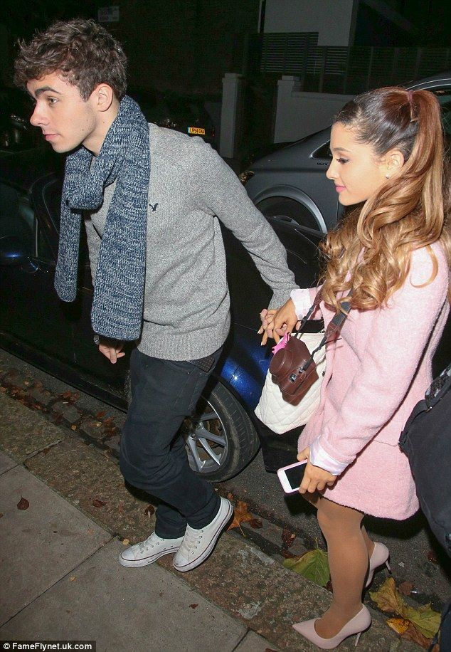 Is ariana grande dating a girl