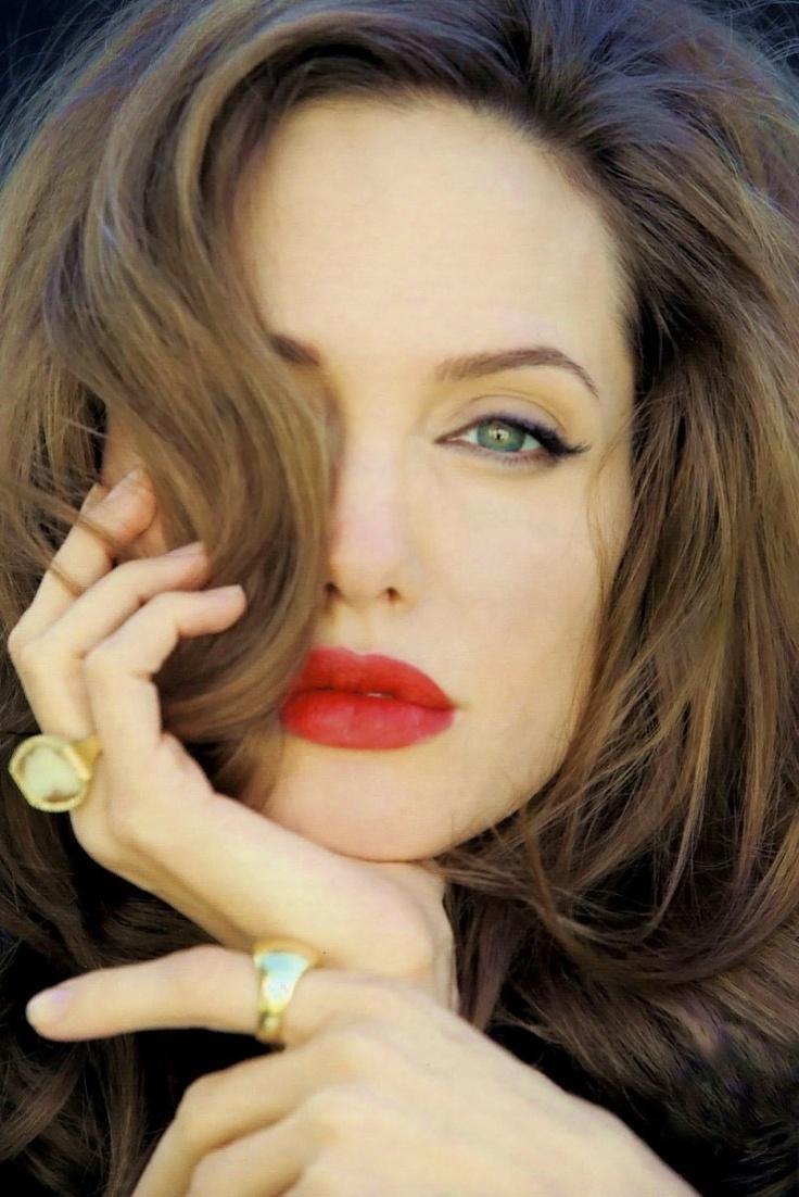 Anjelina Jolie. so beautiful !
