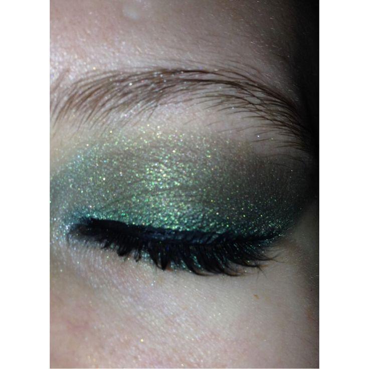Witch inspired smokey eye #smokeyeye #glitter #green #halloween