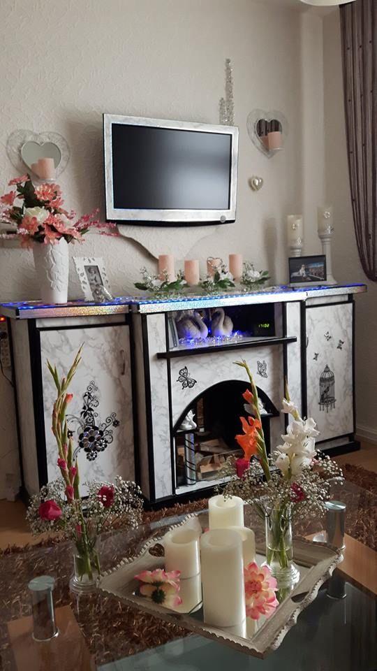 Ein ausrangierter TV-Schrank inspiriert uns zum umgestalten eines Deko - Kamins