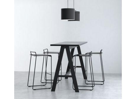 K2 Talk // smukt højbord og ståbord. Design: Friis & Moltke.