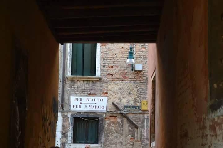 Hay quien dice que no hay nada como perderse para encontrarse, y puestos a #perderse no hay mejor ciudad que #Venecia