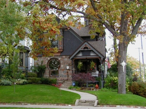 Wonderful Cottage Home With Keyhole Window