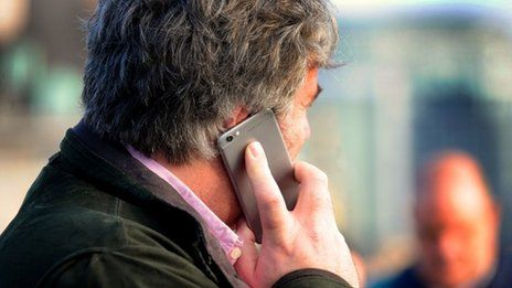 An agreement has been reached between the government and the country's biggest mobile networks to improve mobile coverage across the UK.