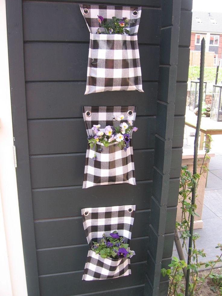 Plantenzakken gemaakt van tafelzeil.
