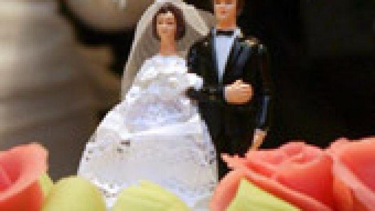 Reden halten fällt vielen Menschen schwer - erst recht auf Hochzeiten. Was ist die richtige Länge? Welche Tabus gibt es? Und darf man den Bräutigam durch den Kakao ziehen? WELT.de gibt die wichtigsten Tipps zum Thema Brautrede.