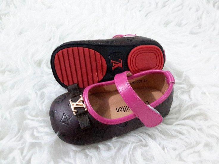 sepatu bayi LV import hongkong  type HX1009-591 uk 22 - 27 harga @195  standar ukuran 22 panjang alas dalam 13 cm 23 --------------------------- 14 cm 24 --------------------------- 14,5 cm 25 --------------------------- 15 cm 26 --------------------------- 15,5 cm 27 --------------------------- 16 cm  pemesanan harap cantumkan ukuran, warna dan gambar  peminat serius hub hp/wa/line 087825743622