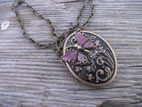: Beautiful Butterflies, Butterflies Necklaces, Purple Butterflies, Old Style, Lockets Necklaces, Beautiful Necklace, Cute Ideas, Butterflies Lockets, Pretty Lockets