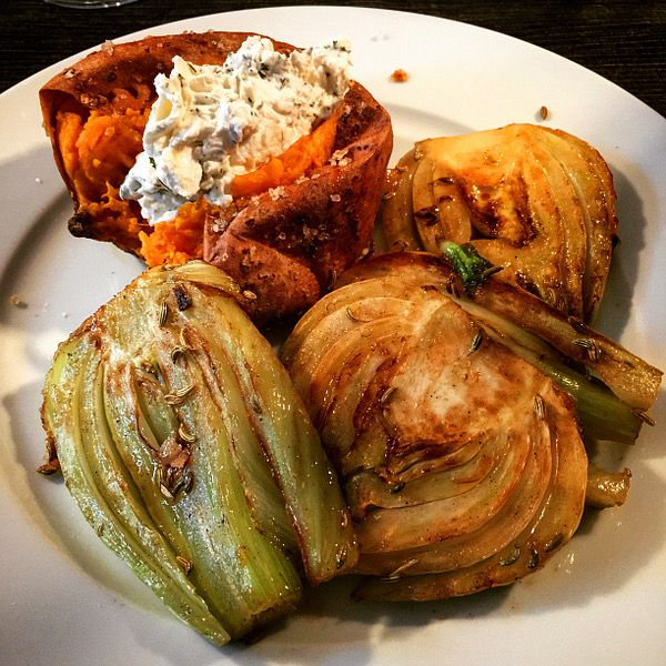 Rezept: Karamellisierter Fenchel an gebackenen Süßkartoffeln