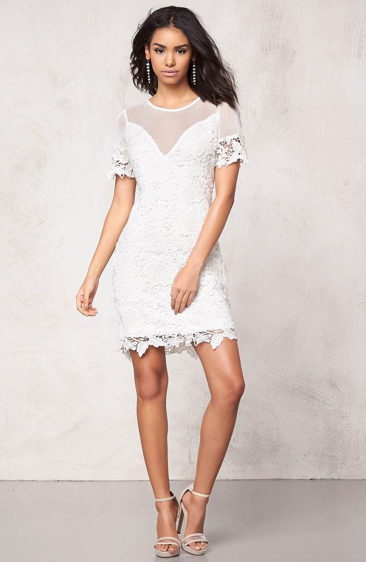 Przepiękna, koronkowa, krótka sukienka marki Model Behaviour, idealna na letnie przyjęcie! 219 zł na http://www.halens.pl/moda-damska-sukienki-5818/sukienka-544345?imageId=386328&variantId=544345-0060