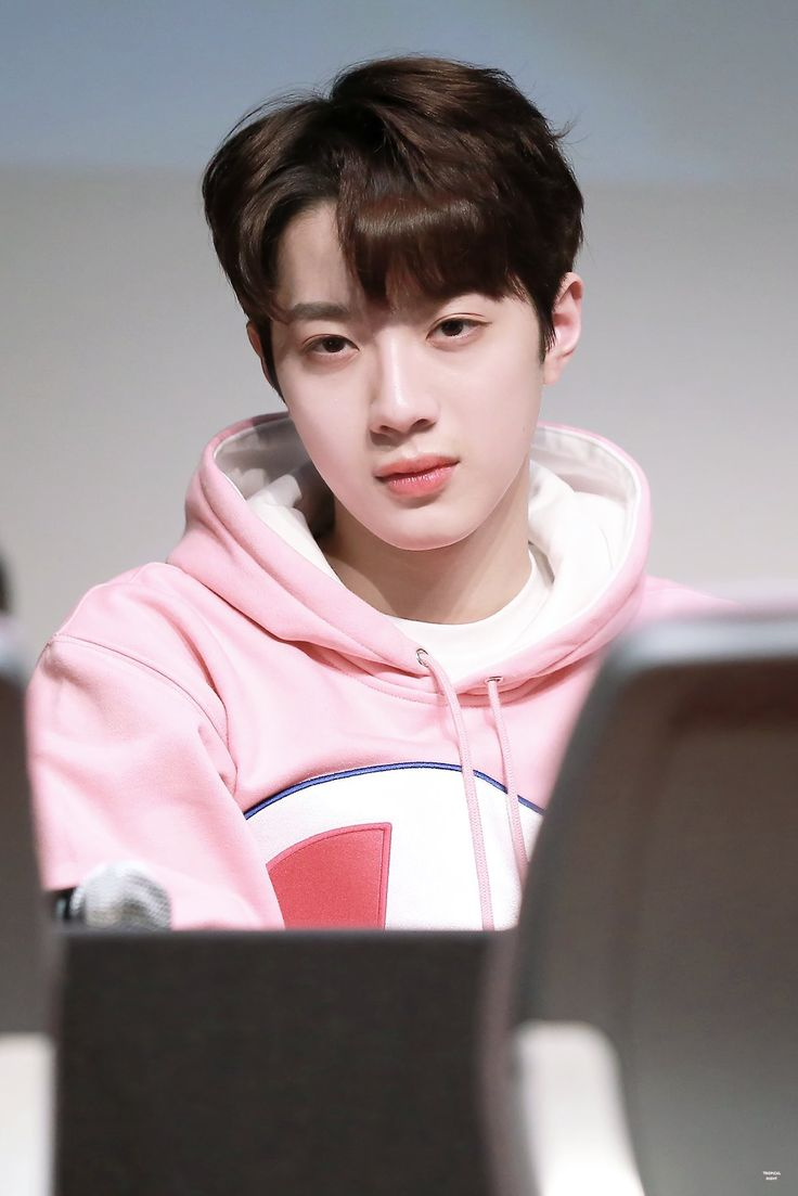 So handsome #laikuanlin #wannaone