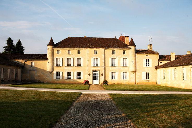 Venez découvrir le magnifique Château Grand Mayne en réservant votre visite sur Wine Tour Booking