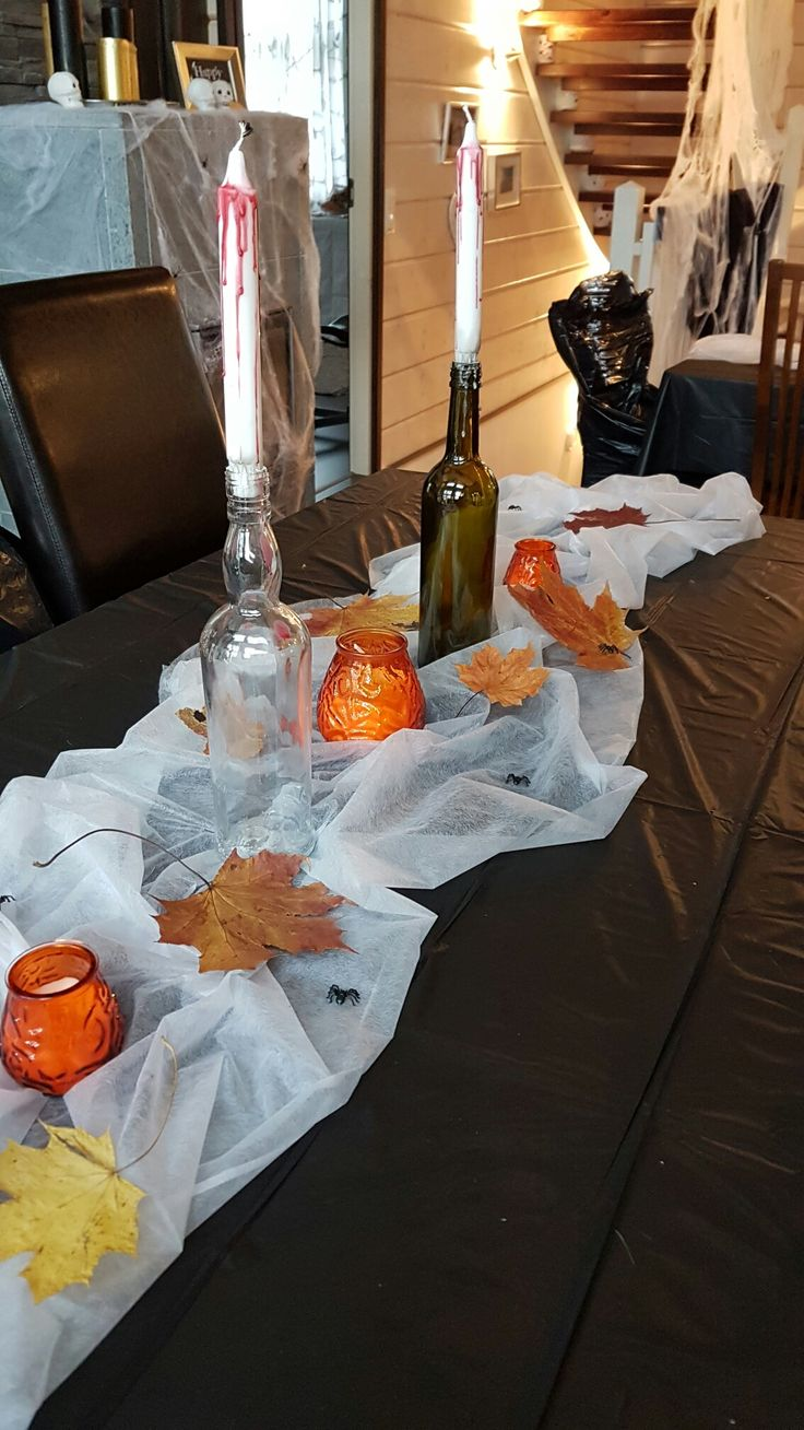 Diningtable with leaves and candels