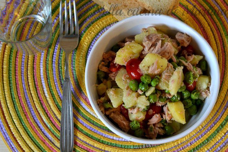 L'insalata calda di verdure è un secondo piatto semplice, veloce e completo. Può essere servito come contorno o come piatto principale della vostra cena.