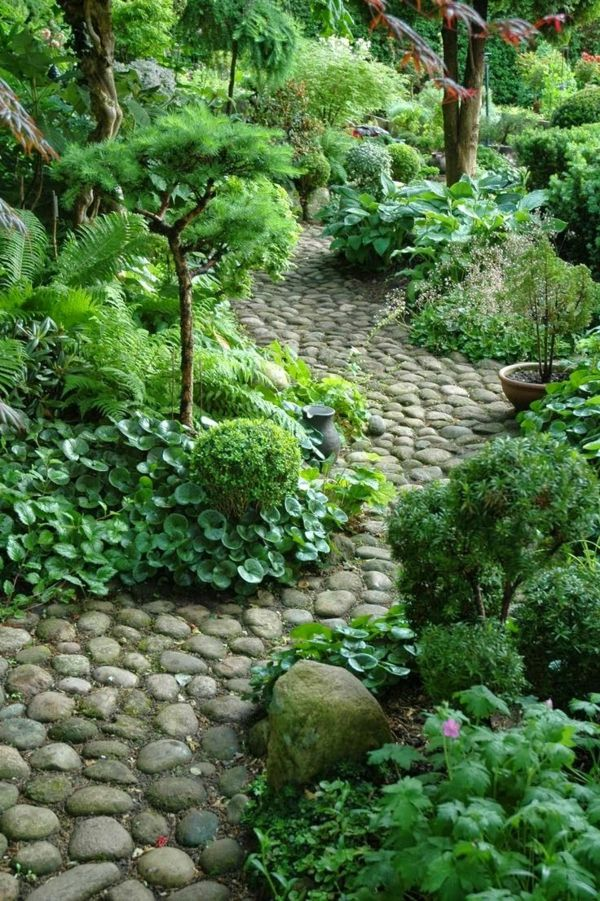 allées de jardin en pierres