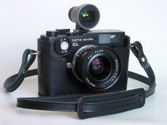 Carl Zeiss G Biogon 21/2.8 converted to Leica M mount by MS Optical on a Leitz Minolta CL, handmade Hirano leather camera case. その昔、持っていて、落としちゃったカメラ。 レンズは、f2/40㎜ だったけどね。