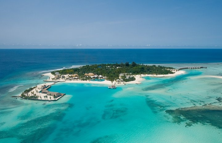 Bird's eye view of the Holiday Inn Resort in Kandooma, Maldives