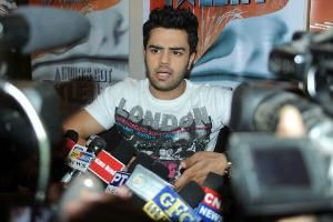 Manish Paul talks about the love scene in Mickey Virus Manish Paul Manish Paul is super excited about his upcoming film Mickey Virus and in a candid conversation with TOI, he shares his experience about his Bollywood debut, intimate scenes and the offers in Bollywood.