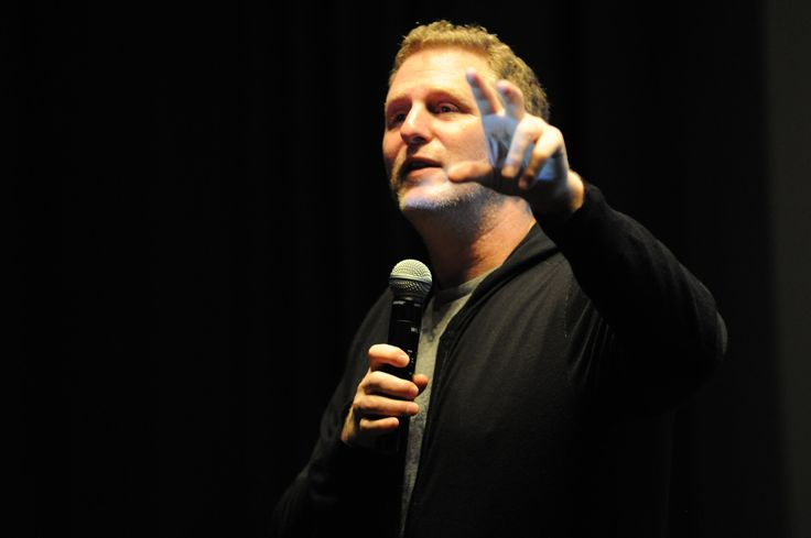Michael Rapaport Has Pacquiao Over Mayweather. Says Manny Will Knock Floyd Down In 9th