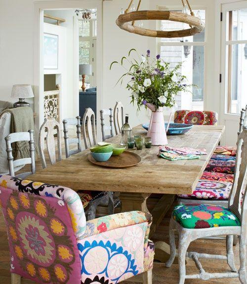 No seas aburrida, no compres todas sillas iguales! y si tenes reciclalas pintandolas de blanco (o el color que quieras) y juga con el tapizado !