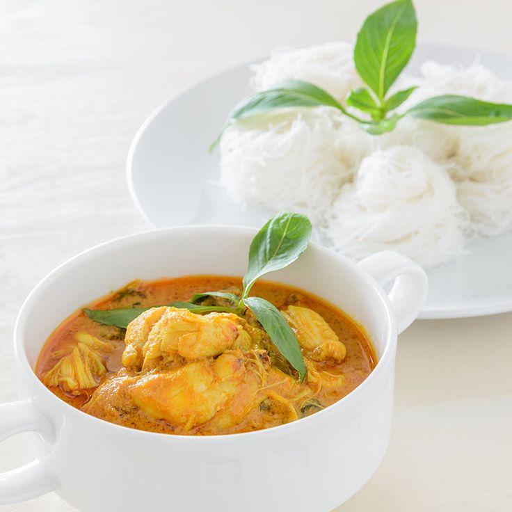Gelbe Curry-Nudeln mit Poulet und Ananas