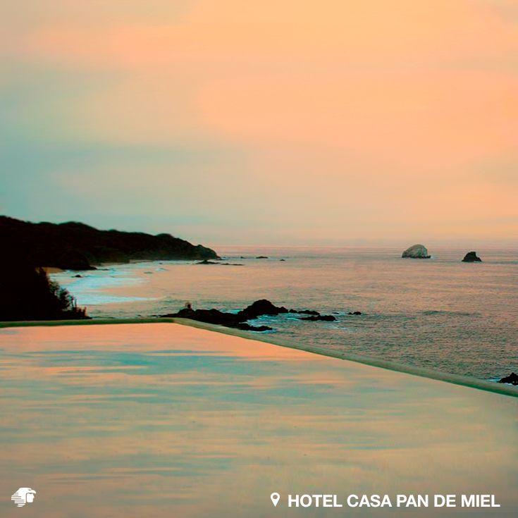Mazunte, Oaxaca. México Las instalaciones cuentan con nueve exclusivas habitaciones, terraza privada con vista al mar y acceso a la playa. La alberca deja de ser artificial al fundirse, en un soberbio espectáculo visual, con la inmensidad del agua del mar.