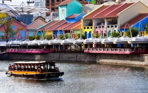 A cup of tea under the warm sun in a café. The cozy atmosphere of boutiques and art galleries. Restaurants to try different foods from all over the world. This small but sophisticated country suffices to infatuate ladies with sentimentality. Where am I? Welcome to Singapore.