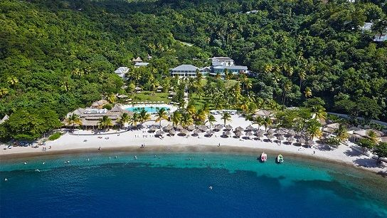 Sugar Beach, a Viceroy resort offers all inclusive St Lucia honeymoon, vacation and wedding packages. This unique resort sits in a majestic valley right between St Lucia's famed Pitons. This a good St Lucia honeymoon resort choice if you are looking for intimate, relaxed and unique. The resort is spread across more than 100 simply beautiful acres and has the only white sand beach in the area. #honeymoonsinc #stluciaallinclusivehoneymoon