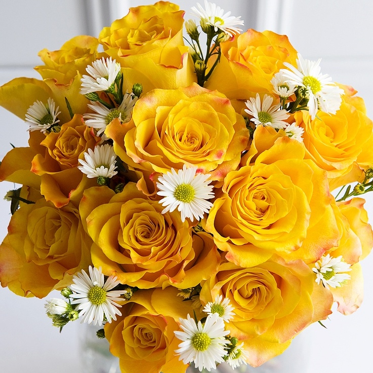 Rose & Daisy Bouquet --- roses in wedding color