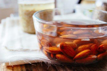 miranda-kerr-almonds