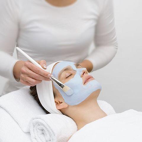MASCA CU CAVIAR PEEL OFF ACTIVATOARE CELULARA DR. TEMT este o masca care se plastifica,  regleaza procesul de hidratare a pielii, reduce ridurile profunde, previne formarea de noi riduri, incetineste imbatranirea, are efect de lifting facial.  MASCA CU CAVIAR PEEL OFF ACTIVATOARE CELULARA DR. TEMT este ideala pentru pentru tenul normal, uscat, matur, lipsit de expresivitate datorita expunerii la soare, iritatiilor si stresului dar si preventiv pentru tenul mai tanar.