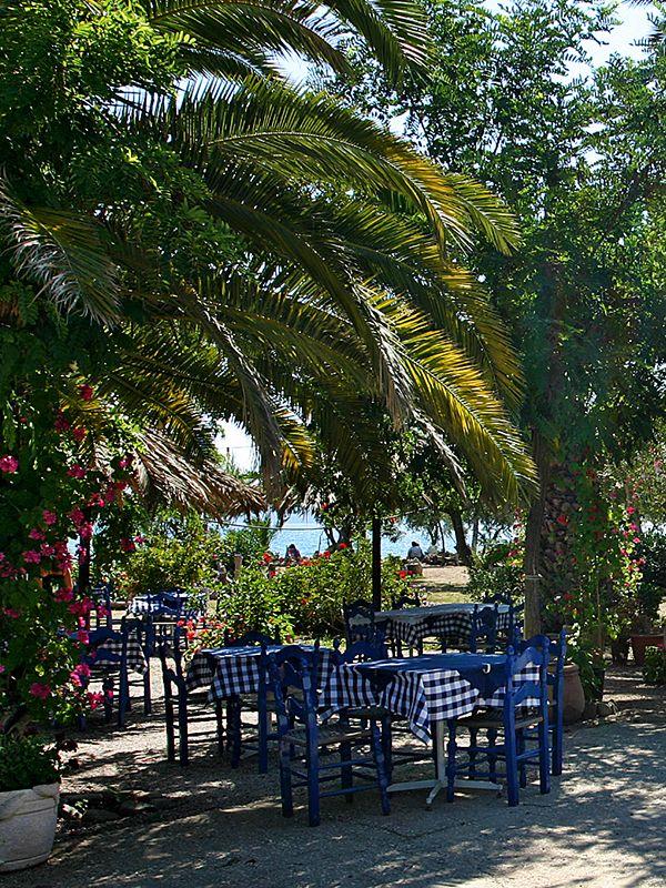 Summerfeeling! Beachtavern in Gialova near Pylos. #gialova #taverna #pylos #messenia #navarino #peloponnese #greece