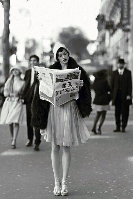 Paris, 1920s. We all want to be this girl.