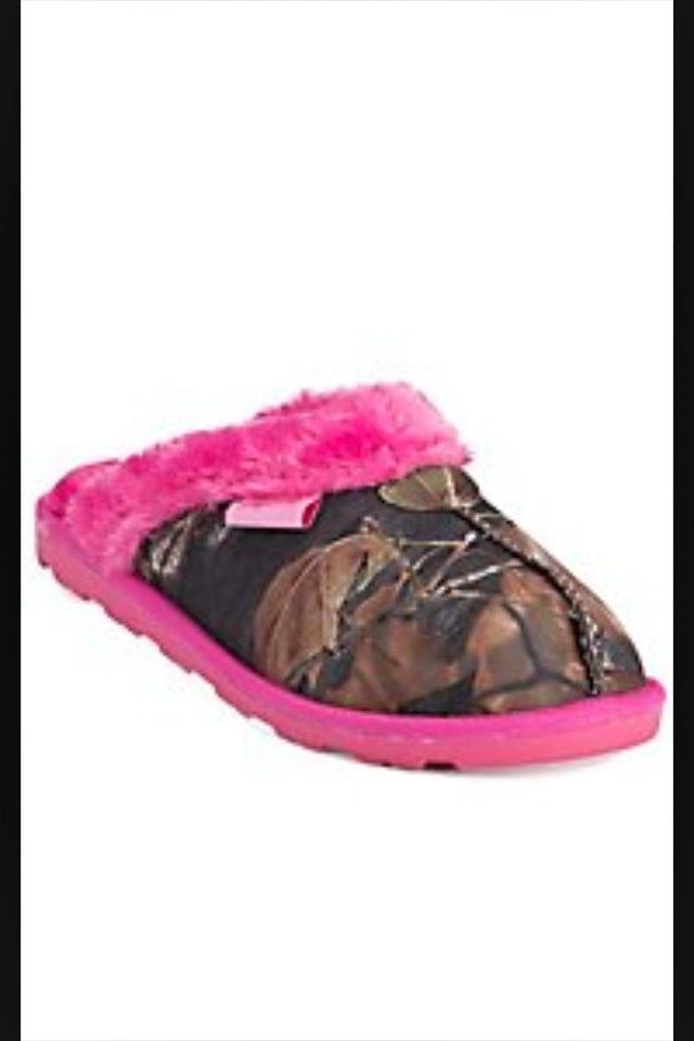 Pink camouflage slippers