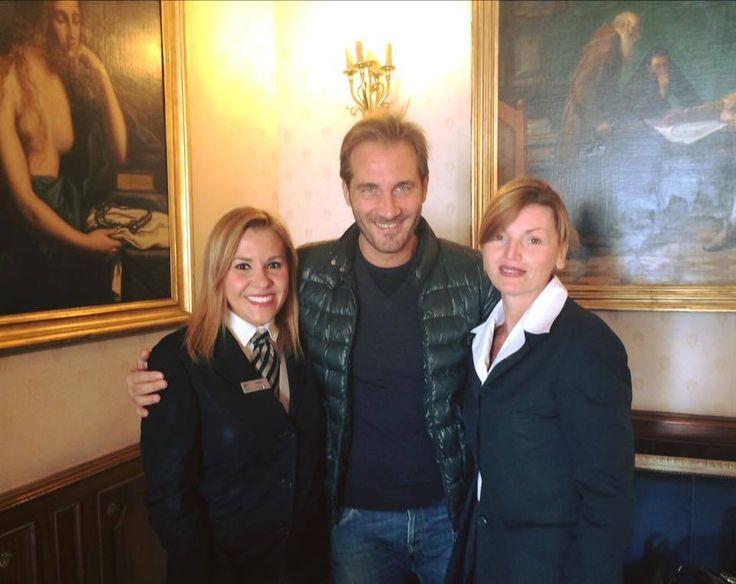 Il nostro staff in compagnia dell' attore napoletano Maurizio Aiello.