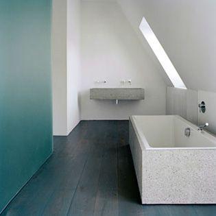 Thomas Bendel – Wohnung Braun #bathroom #white #concrete #baño #blanco #cemento