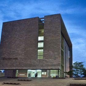 Museo del Caribe. Barranquilla, Atlántico. Colombia El Museo del Caribe, es el primer museo regional del país. Su tema central es el Caribe colombiano en sus dimensiones ambiental, histórica y sociocultural. El Museo ofrece un espacio para el fortalecimiento de la identidad y la reconstrucción de un imaginario de región.