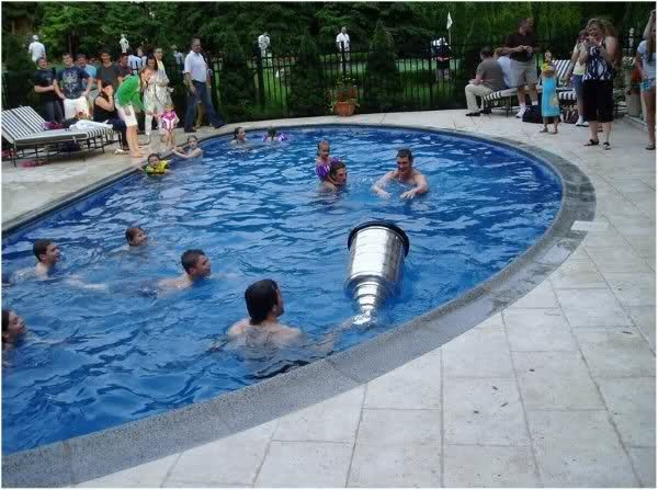 The Stanley Cup in Mario Lemieux 's Pool (2009)