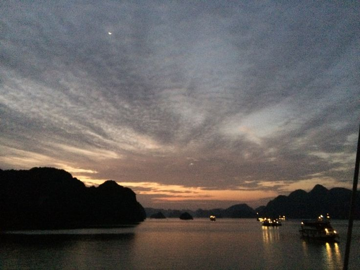 Sunrise, HaLong Bay in Vietnam_20131130