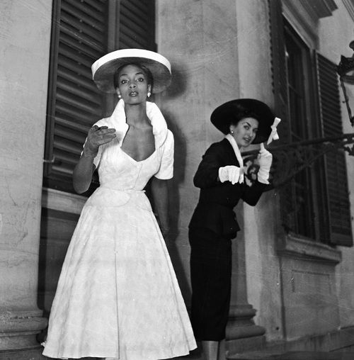 Florence, 1953. Models or, perhaps just two well-dressed women, photographed by Fedele Toscani. I'd LOVE to know what they were pointing at...  Source: Toscani Archive.