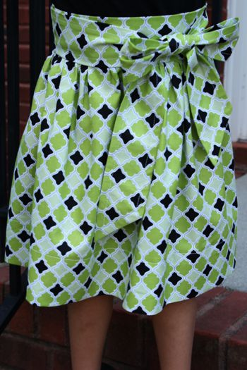 Inspiration for the skirt I'll make the Nut with the fabric Bumps found. Think I'll skip the zipper and make the bow/sash do the work.