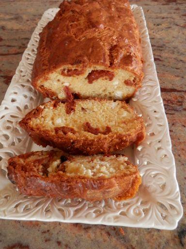 Cake au fromage de chèvres et tomates séchées - Recette de cuisine Marmiton : une recette
