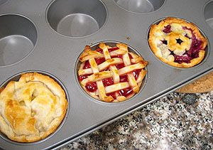 Mini Pies... Great for parties!: Minis Pies, Ministry Of Apples Pies, Minis Muffins, Tiny Pies, Minis Cherries Pies, Muffins Tins, Tins Pies, Pies Cupcake, Pies Yum