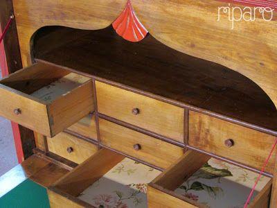 gavetas forradas com papel de parede O papel foi escolhido tendo em conta a cor e a rosa, da porta.